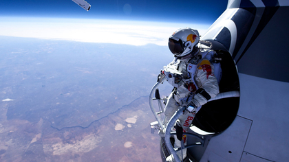 Large_felix-baumgartner-edge_of_space