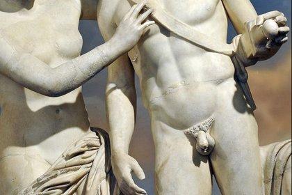 Large rsz penis statue