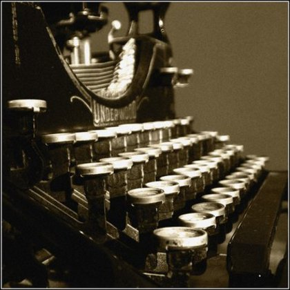 Large rsz antique typewriter