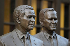 Medium_rsz_george_bush_statue