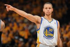Medium hi res 168624808 stephen curry 30 of the golden state warriors calls a crop north