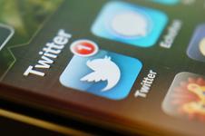 Medium twitter on iphone macro1
